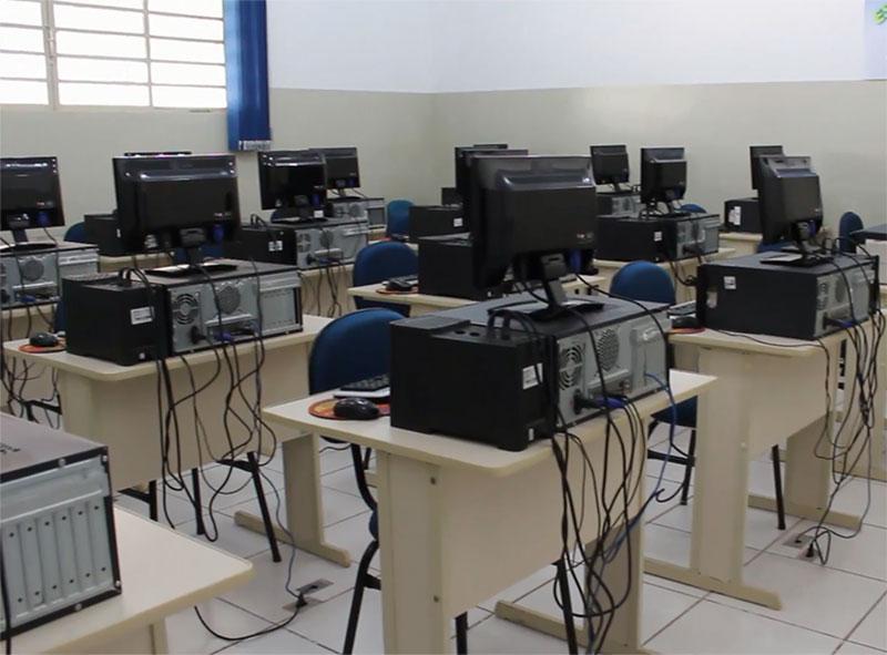 Projeto CARA inaugura novo espaço cultural com biblioteca e sala multimídia