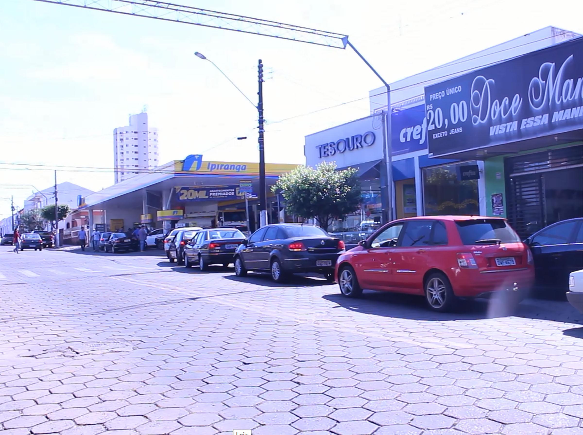 Greve dos caminhoneiros cria caos pela busca de combustíveis em Paraguaçu