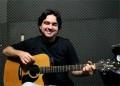 Tiago Abreu mostra como é fácil tocar Velha Infância, dos Tribalistas
