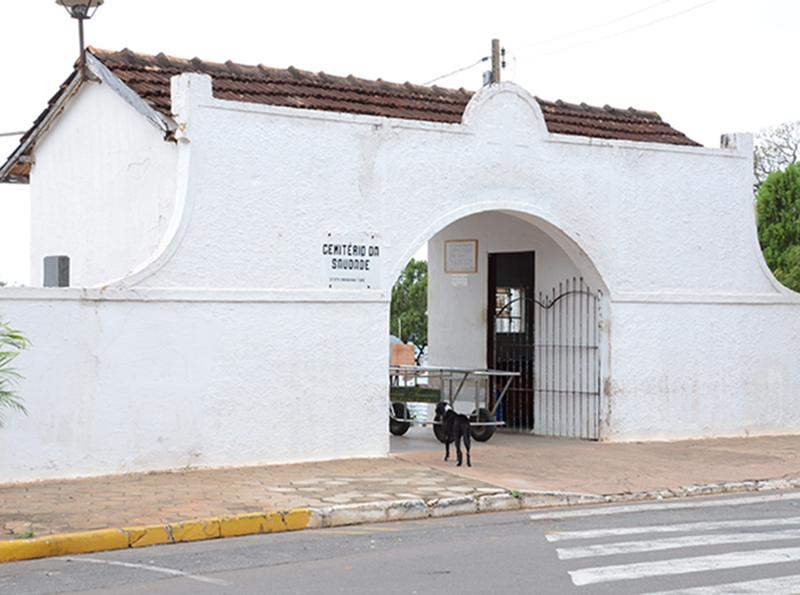 Túmulo é violado e caixão é quebrado dentro do cemitério de Tupã