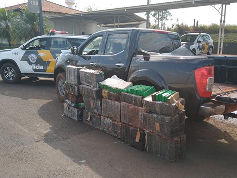 Polícia prende dupla em caminhonete com mais de 500 quilos de maconha em Ourinhos