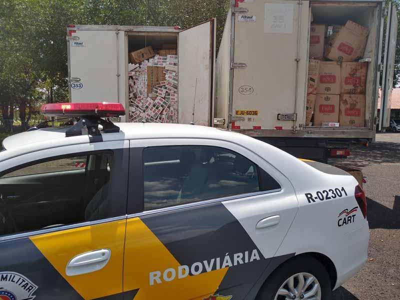 Polícia apreende caminhões com cigarros contrabandeados em Assis