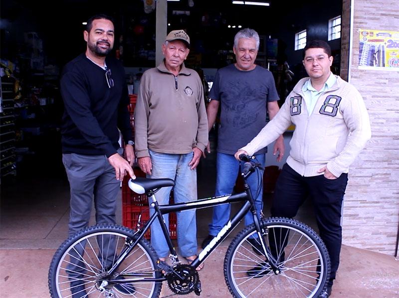 ACE premia paraguaçuenses com celulares e bicicletas