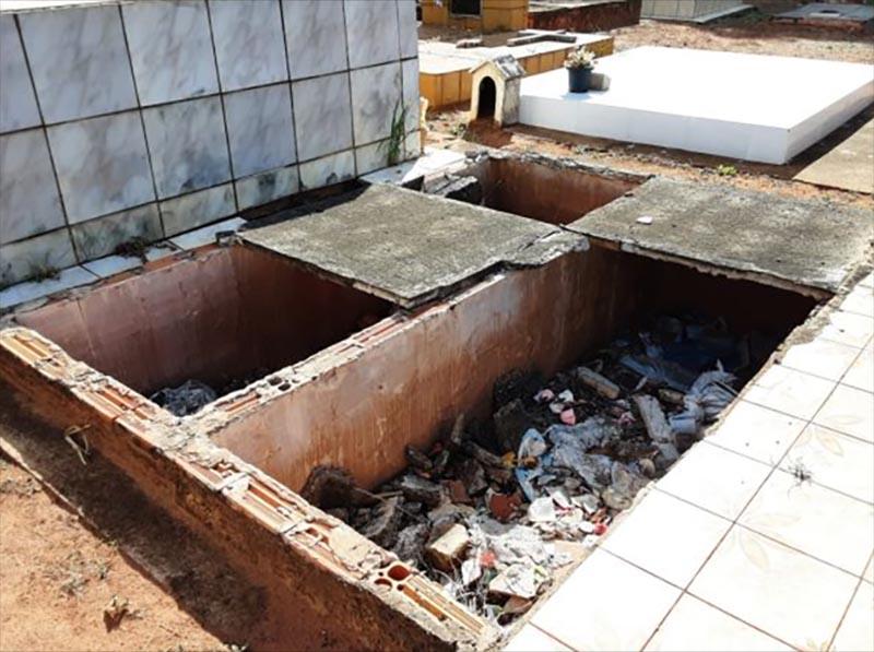 Proprietários de jazigos sem manutenção recebem notificação da Prefeitura