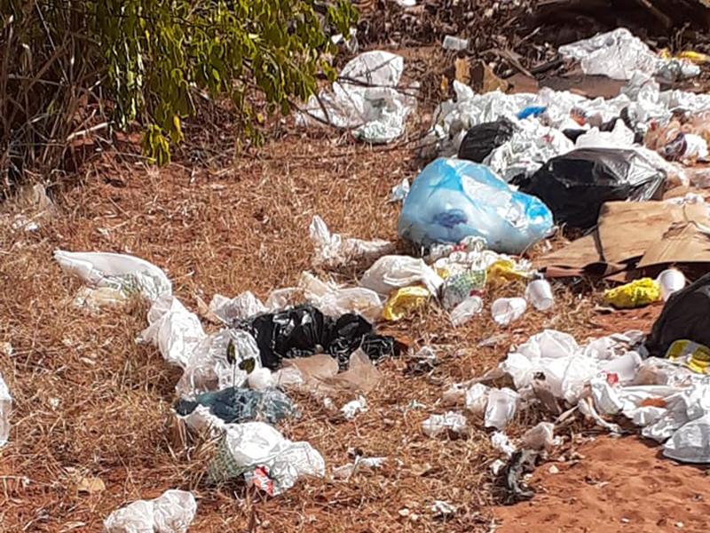 Paraguaçuense denuncia descarte irregular de lixo em estrada de terra