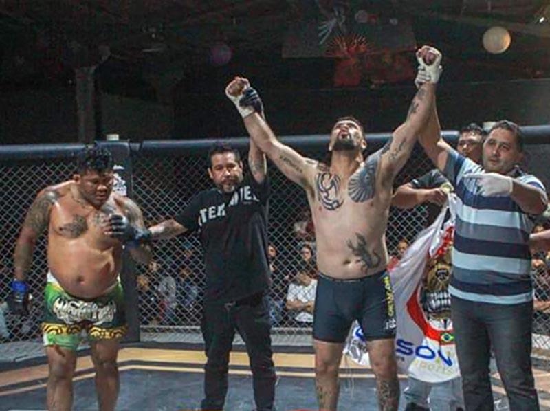 Em disputa emocionante de MMA, Cowboy derruba oponente em Curitiba