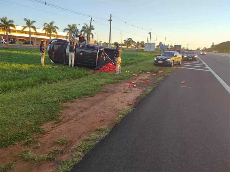Motorista tenta fugir, bate caminhonete e é preso com quase 1 tonelada de maconha em Marília