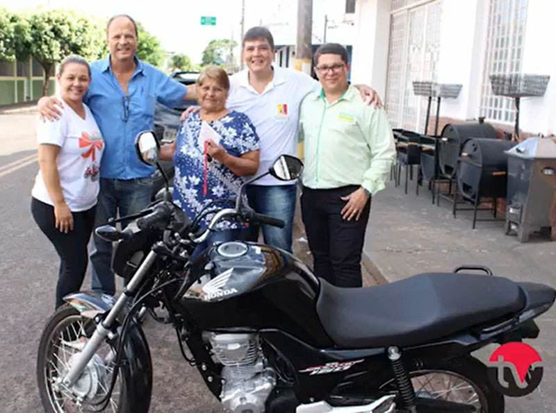 ACE realiza entrega de motos sorteadas no fim do ano em Paraguaçu