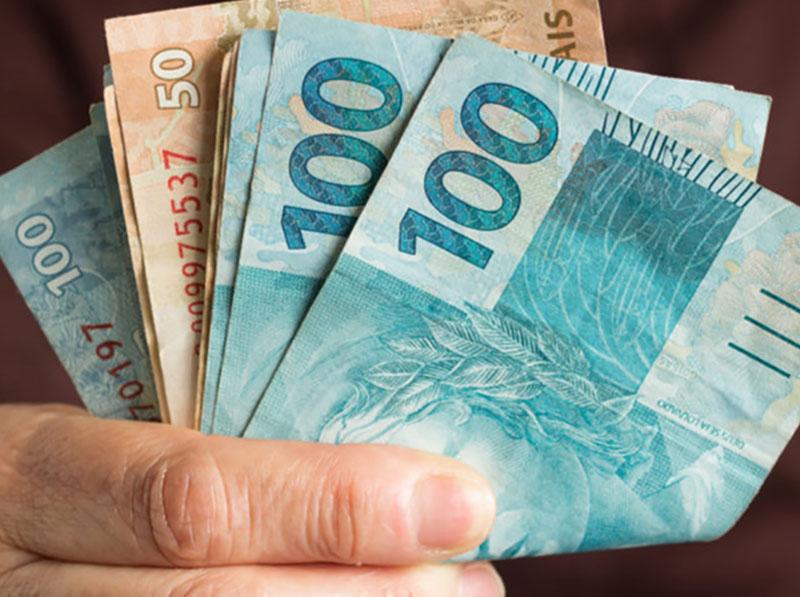 Empresas têm até dia 29 para pagar a primeira parcela do 13º salário