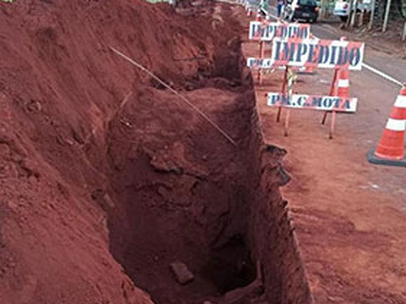 Homem morre soterrado em obra na rede de água e esgoto em Cândido Mota