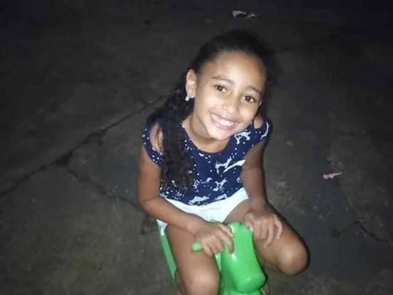 Paraguaçuense de 8 anos que sobreviveu ao acidente em que a mãe morreu segue internada em Marília
