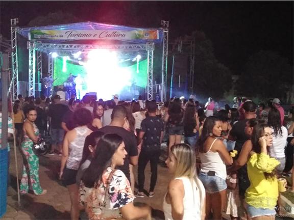Grupo Ki Styllu reúne grande público na Praça da Fonte Luminosa no aniversário de Paraguaçu