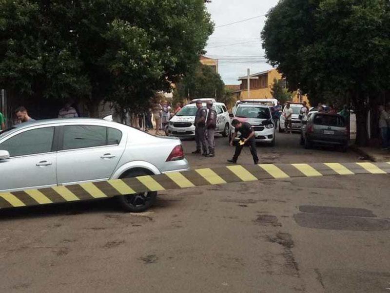 Homem é assassinado a tiros na porta de casa em Assis