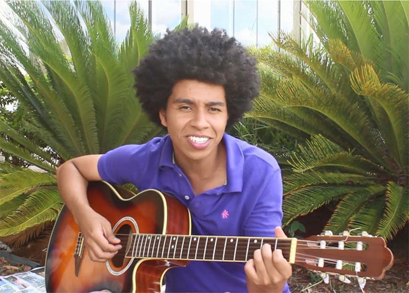 Uma das vozes mais bonitas de Paraguaçu, Lorran Ribeiro esbanja talento