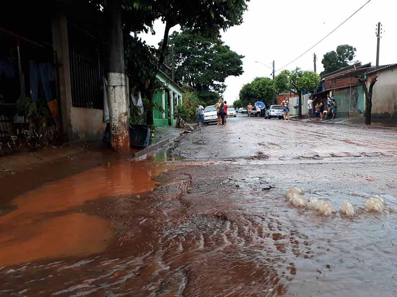 Temporal alaga ruas e casas em Maracaí e cidade entra em estado de calamidade