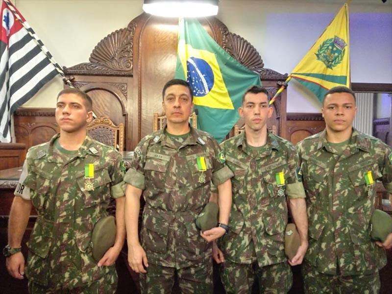 Tiro de Guerra de Paraguaçu recebe homenagem por ser destaque no estado