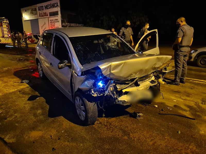 Motorista e menina de 10 anos morrem após carros baterem de frente no centro de Tupã