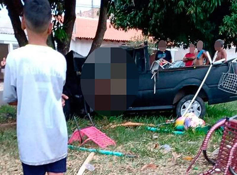 Casal morre após bater caminhonete em árvore no Santa Antonieta em Marília