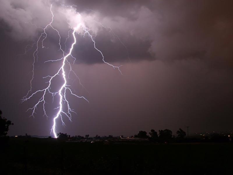 Mais de 12 mil raios atingiram a região durante tempestade