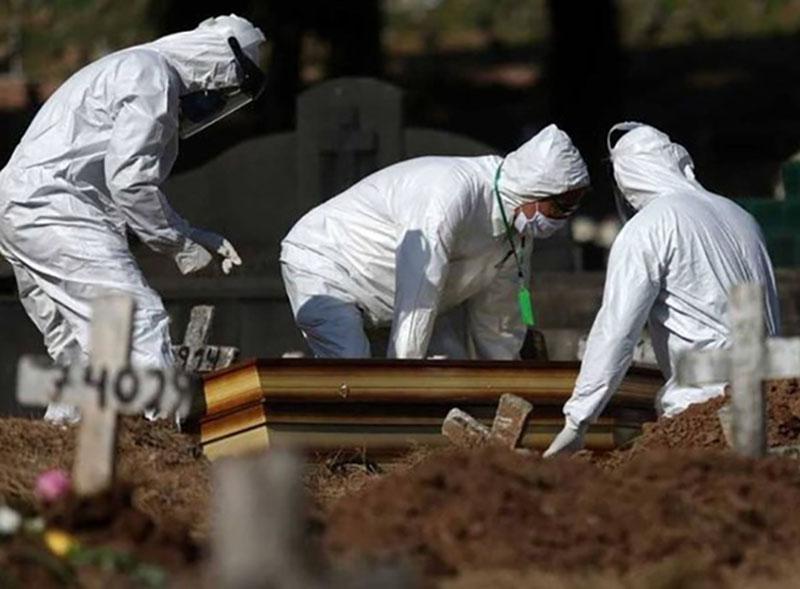 Brasil tem mais de 135 mil mortes por Covid-19