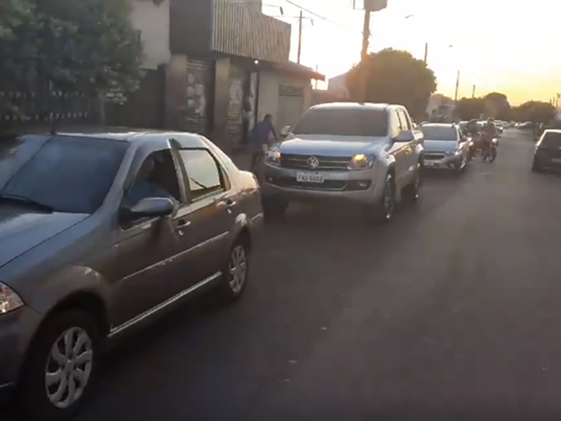 Comerciantes realizam carreata pedindo a abertura do comércio em Paraguaçu