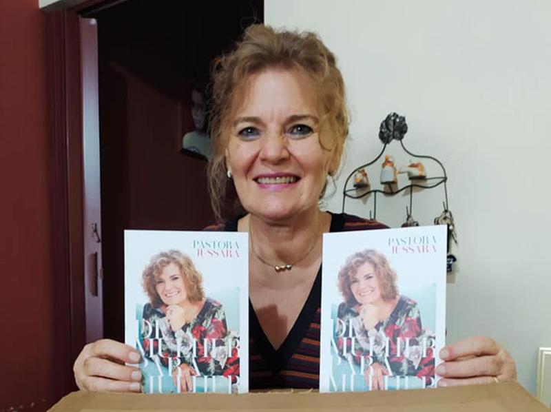 Pastora Jussara lança livro com reflexões destinadas às mulheres