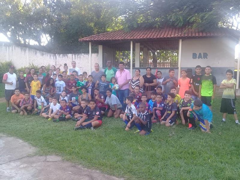 Associação APANFUT recebe doação de materiais esportivos