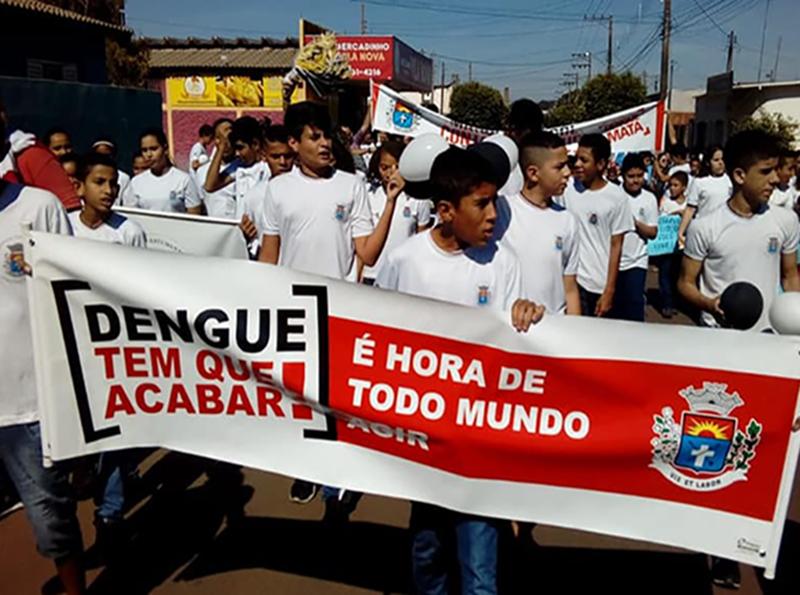 Escola Municipal Helena Wirgues promove caminhada contra a dengue