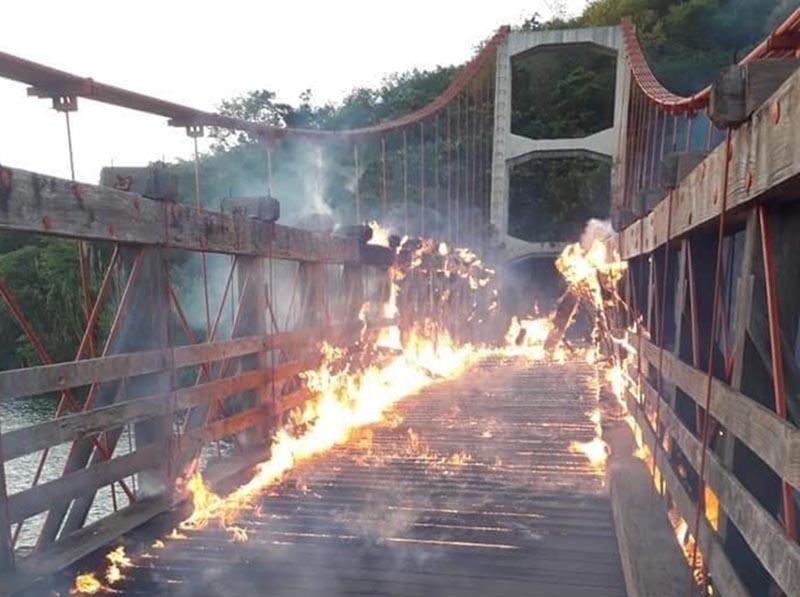 Ponte Pênsil de Chavantes é destruída por incêndio