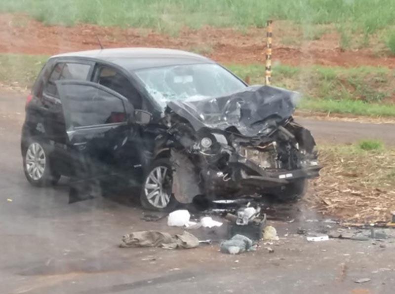 Mulher fica ferida após carro bater na traseira de carreta no trevo de Roseta