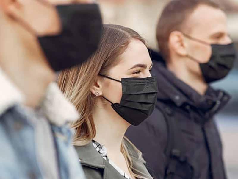 Sair de casa sem máscara renderá multa de R$500 a partir desta quarta