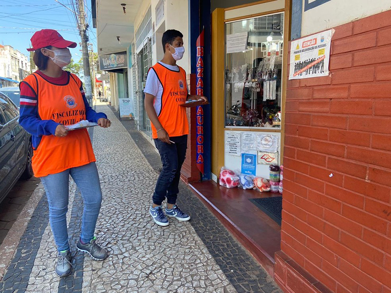 Paraguaçu Paulista realiza 'blitz' no comércio para tentar barrar a disseminação da Covid