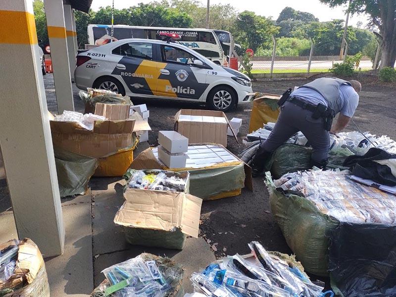 Passageiro de ônibus é flagrado com milhares de produtos contrabandeados em Assis