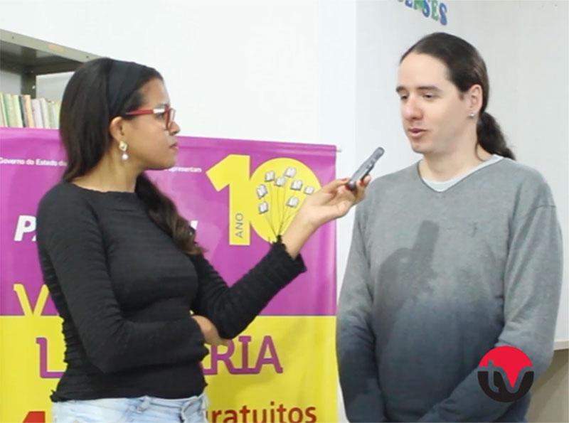 Escritor Rafael Gallo visita Biblioteca de Paraguaçu e fala sobre o processo de escrita
