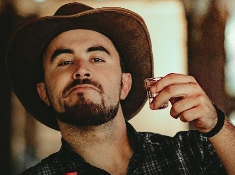 Comediante Marcus Cirillo se apresenta em Assis no dia 23