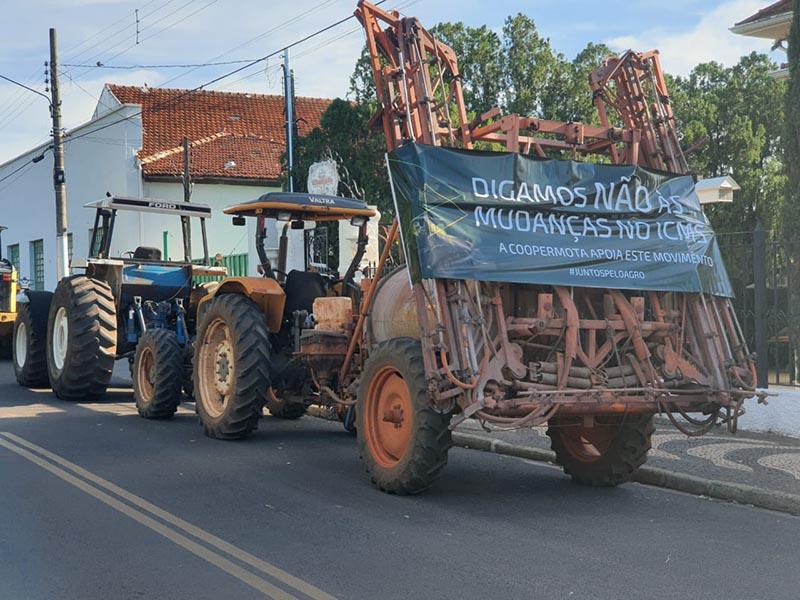 Produtores rurais de Paraguaçu e região manifestam contra o aumento de impostos