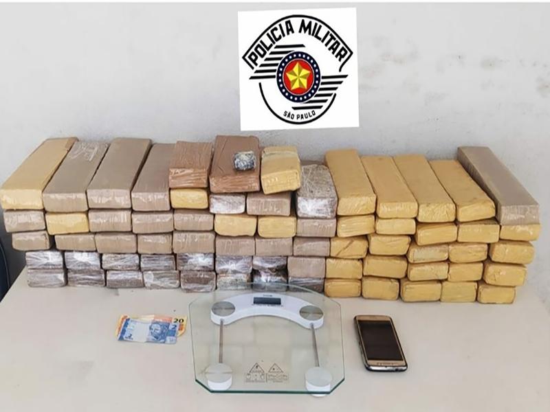 Homem é preso com quase 70 tijolos de maconha escondidos no guarda-roupa em Assis