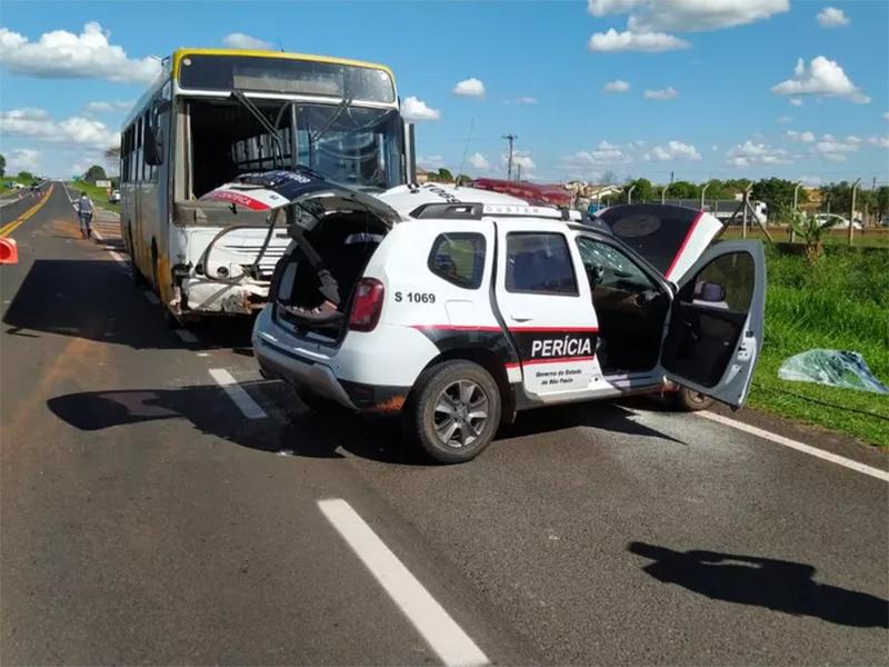 Policial morre em batida entre viatura e ônibus em Martinópolis