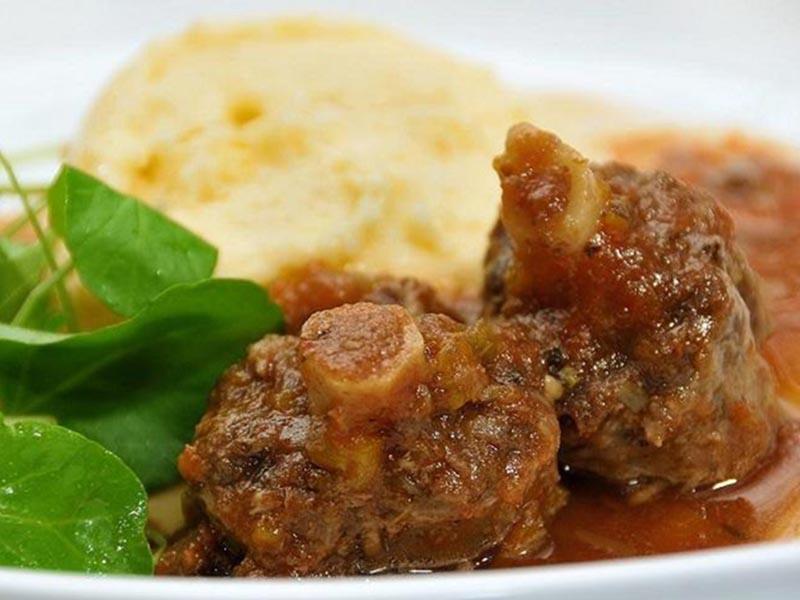 Hoje é dia de rabada com polenta no Restaurante Turquinho!