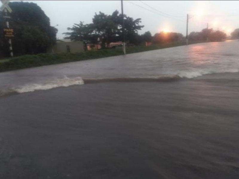 Chuva de 64 mm causa alagamentos e quedas de árvores em Paraguaçu