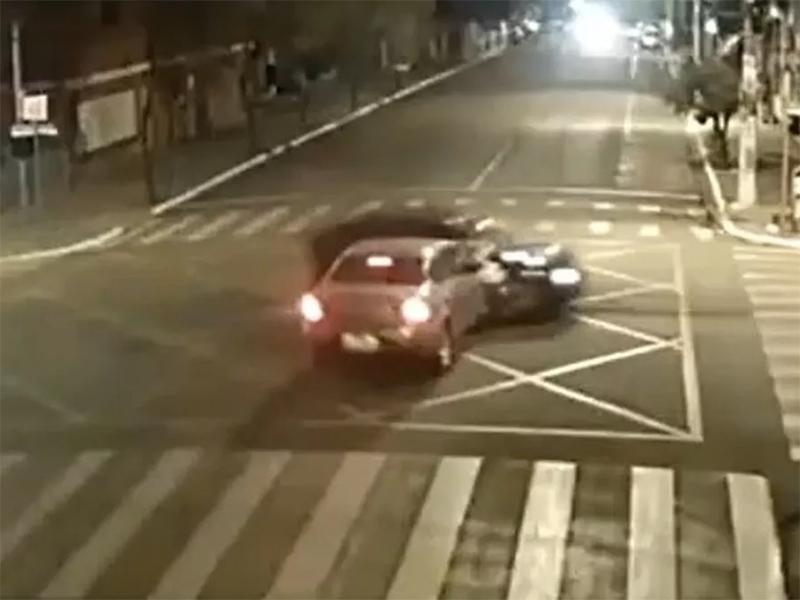 Motorista provoca acidente após dirigir por três quarteirões na contramão em Ourinhos