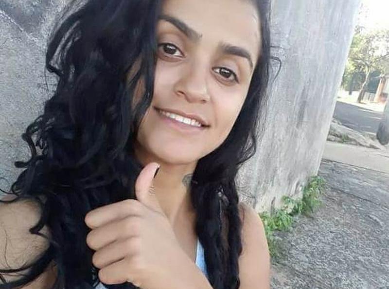 Jovem é assassinada a tiros na porta de casa em Marília