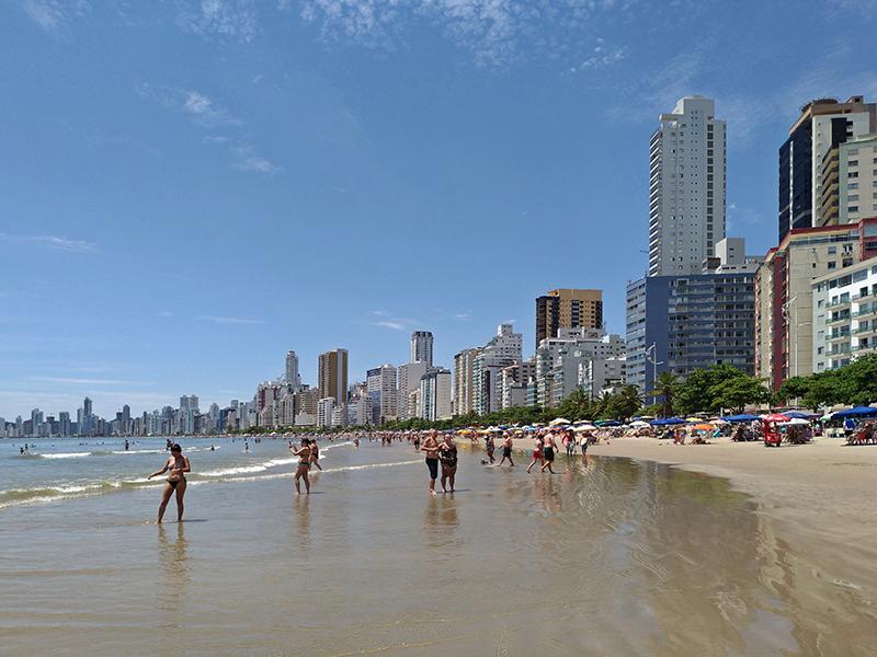 Que tal curtir as férias de janeiro na praia mais badalada de Santa Catarina?