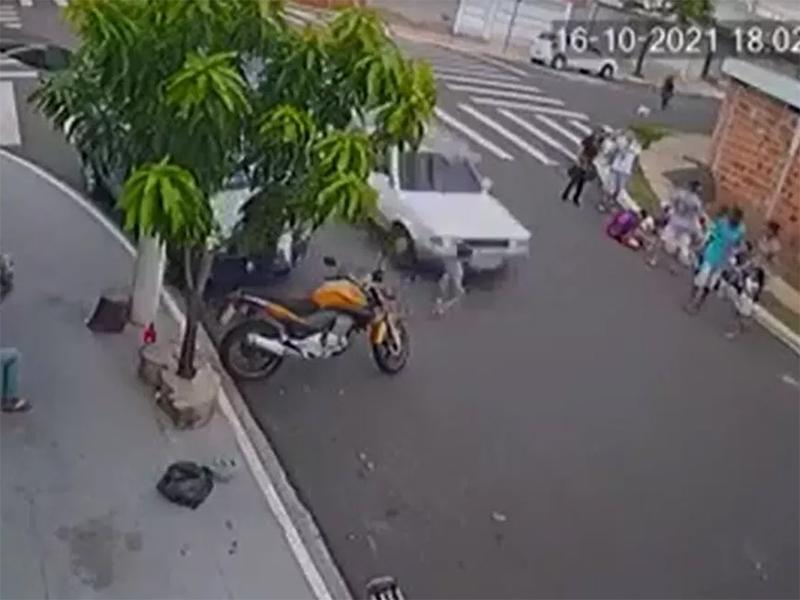 Menino de 2 anos é arrastado após atropelamento e sofre apenas 'ralado' no rosto em Marília