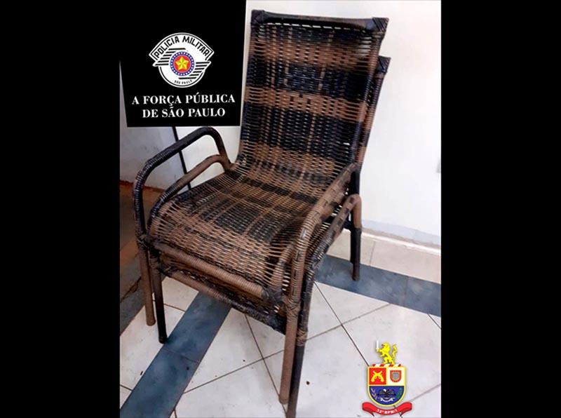 Homem é preso em flagrante após furtar cadeiras de área em Paraguaçu