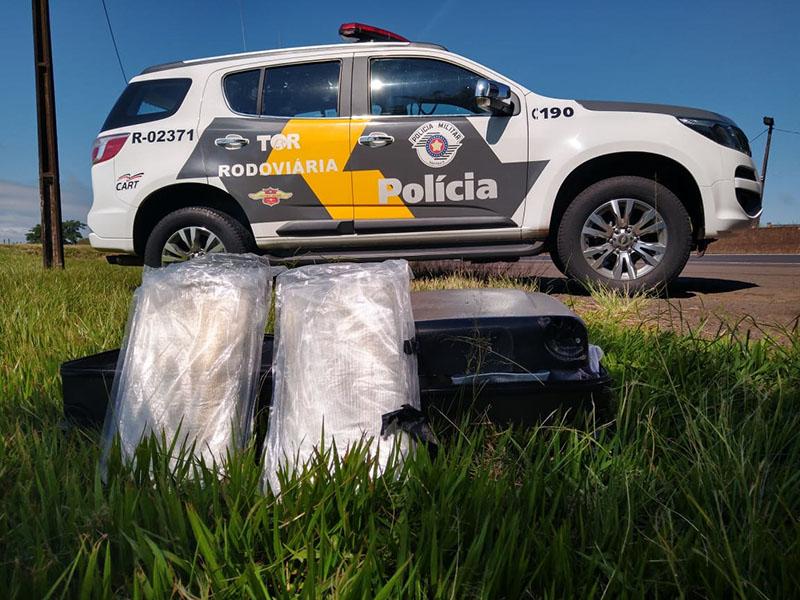 Paraguaio é preso transportando haxixe em fundo falso de mala na SP 225