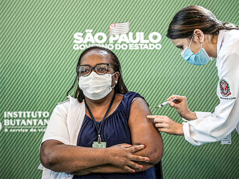 São Paulo atinge 100% da população adulta vacinada com primeira dose