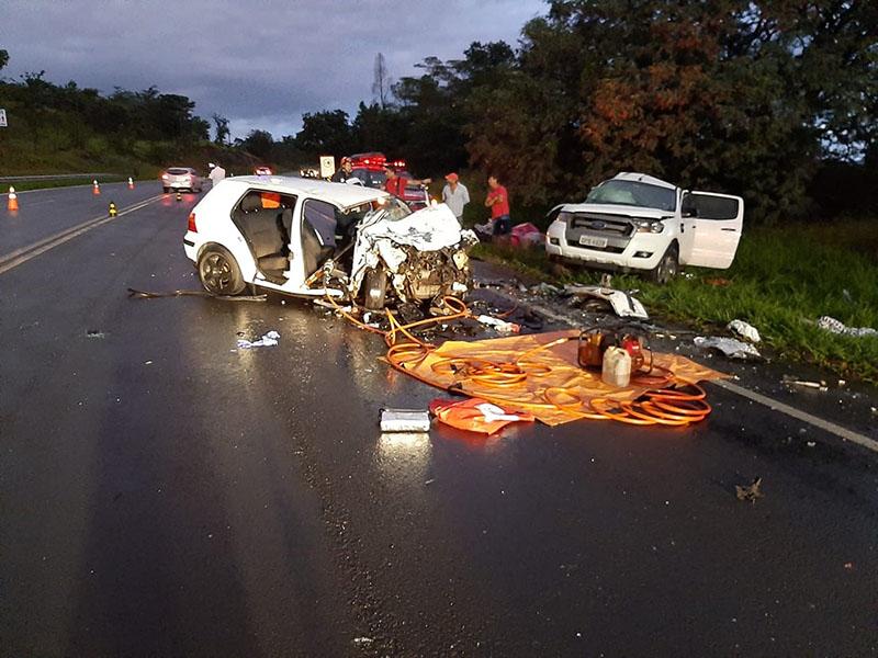 Acidente entre carro e caminhonete mata duas mulheres em Quintana