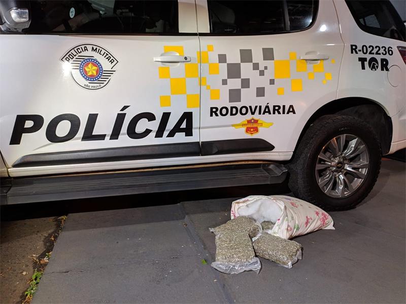 Mulher é presa transportando drogas em ônibus na rodovia de Assis