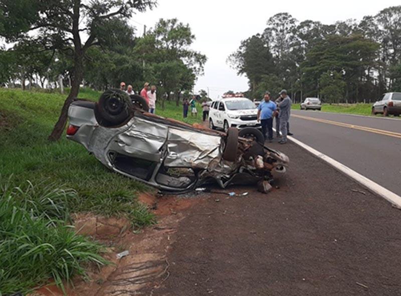 Homem morre após carro capotar em vicinal entre Assis e Platina